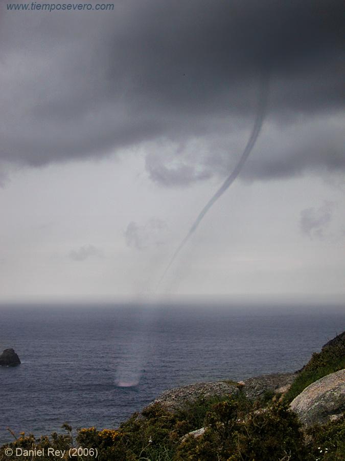 Manga marina en La Coruña, 15 Abril 2006. Foto Daniel Rey. Cortesía SSW.