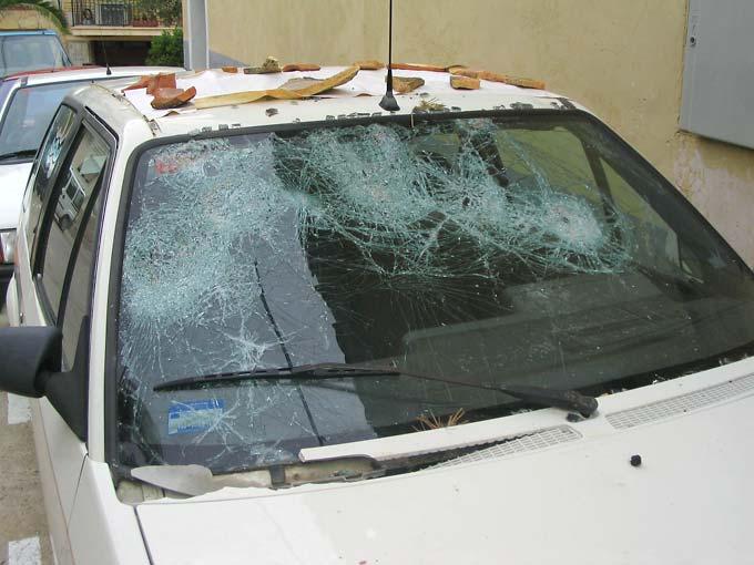 Esto es lo que le pasa a un coche bajo granizo severo. Foto Jose A. Quirantes. Cortesía SSW.